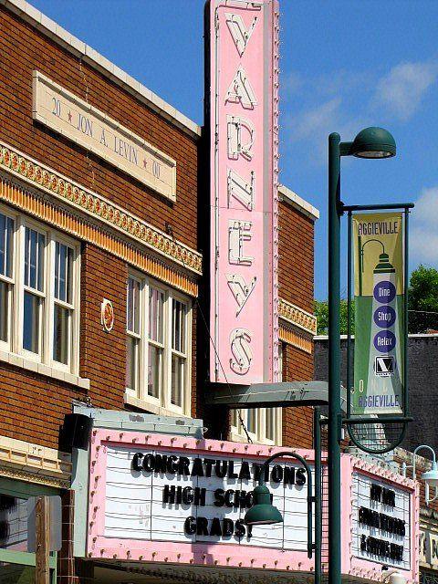 Varney S Theater Kansas Usa Manhattan Kansas Vintage Movie Theater