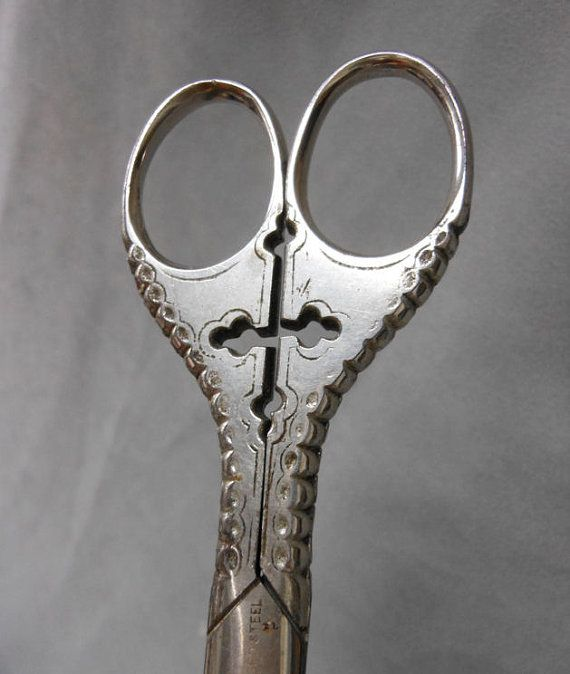 ANTIQUE PAIR OF SCISSORS STYLE GOTHIC EMBROIDERY
