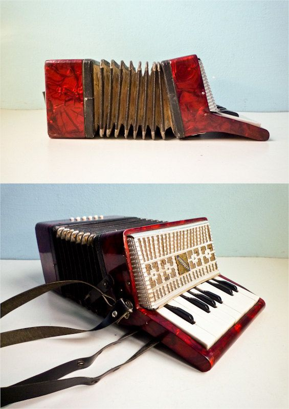 Vintage accordion red pearl russian for kids par EuroVintage, €55,00