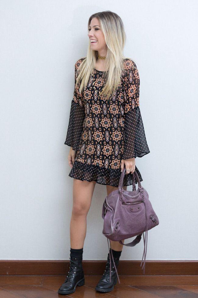 9b7608de3 Nati Vozza do Blog de Moda Glam4You usa vestido estampado e coturno num  look boho e cheio de graça.
