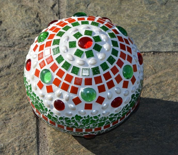 Mosaikkugel Grün Rote Perle 16 Cm Von Mosaikkasten Dekoration Für Haus Und  Garten Auf