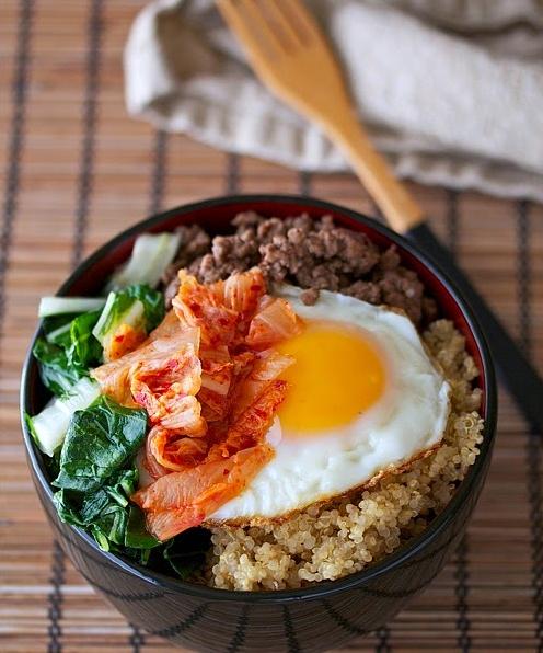 Il bibimbap un piatto tipico coreano che si presenta for Piatto tipico cinese