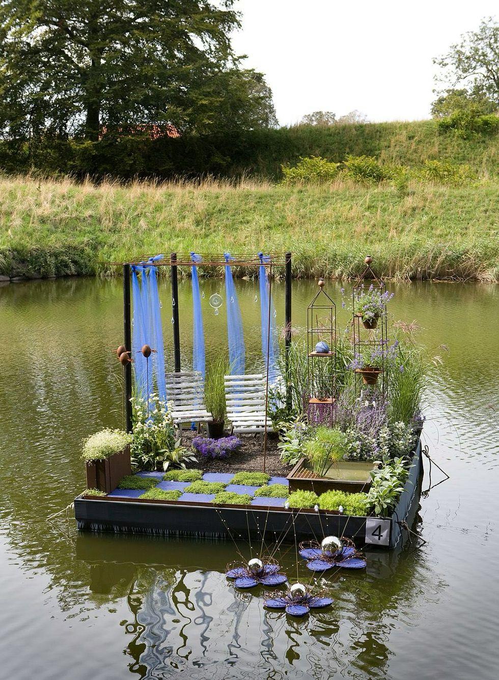 Avantgardens.  Floating garden at Landskrona, Sweden Garden Guild contest. Photo: Janne Jönsson