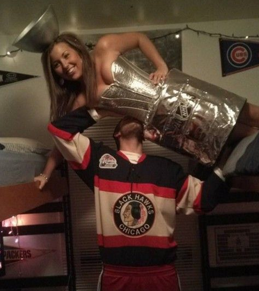 Cute Couple Costume For A Hockey Lover Couple Halloween Couples Costumes Cool Halloween Costumes