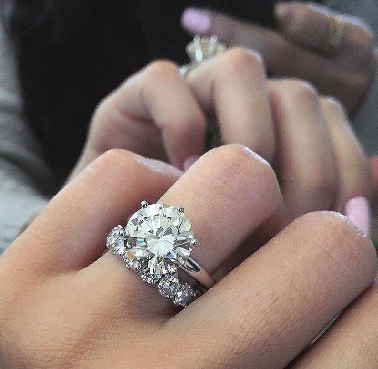 Band Big Diamond Fingers Gorgeous Hand Ring Wedding Ring