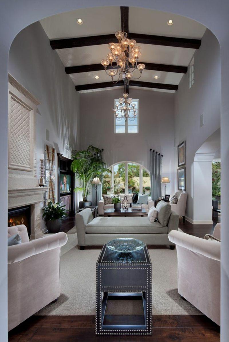 Wohnzimmer einrichten decke balken weiss moebel kamin eintichtungsideen living room narrow for Dekoration wohnzimmer weiss
