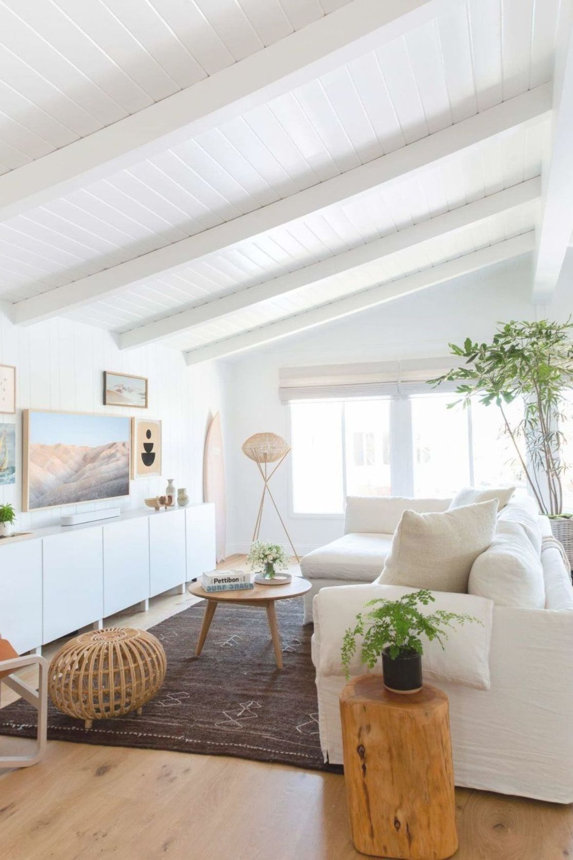 Minimalist Beach House: This Beachy Minimalist House Has A Breezy And Bright