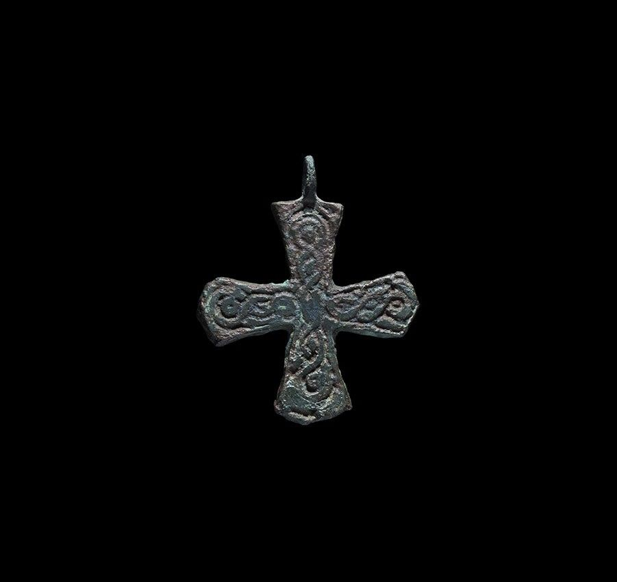 Viking entwined cross pendant 10th 12th century ad a bronze viking entwined cross pendant 10th 12th century ad a bronze scandinavian type expanding mozeypictures Images