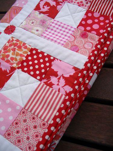 was für ein schönes Rot, ich liebe diesen Nine Patch Quilt