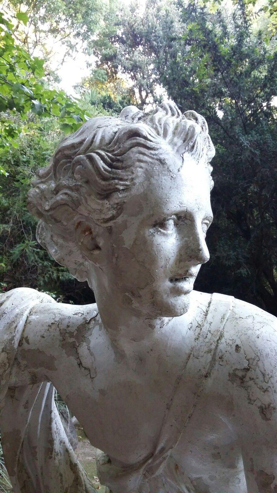 escultura en parque de lota