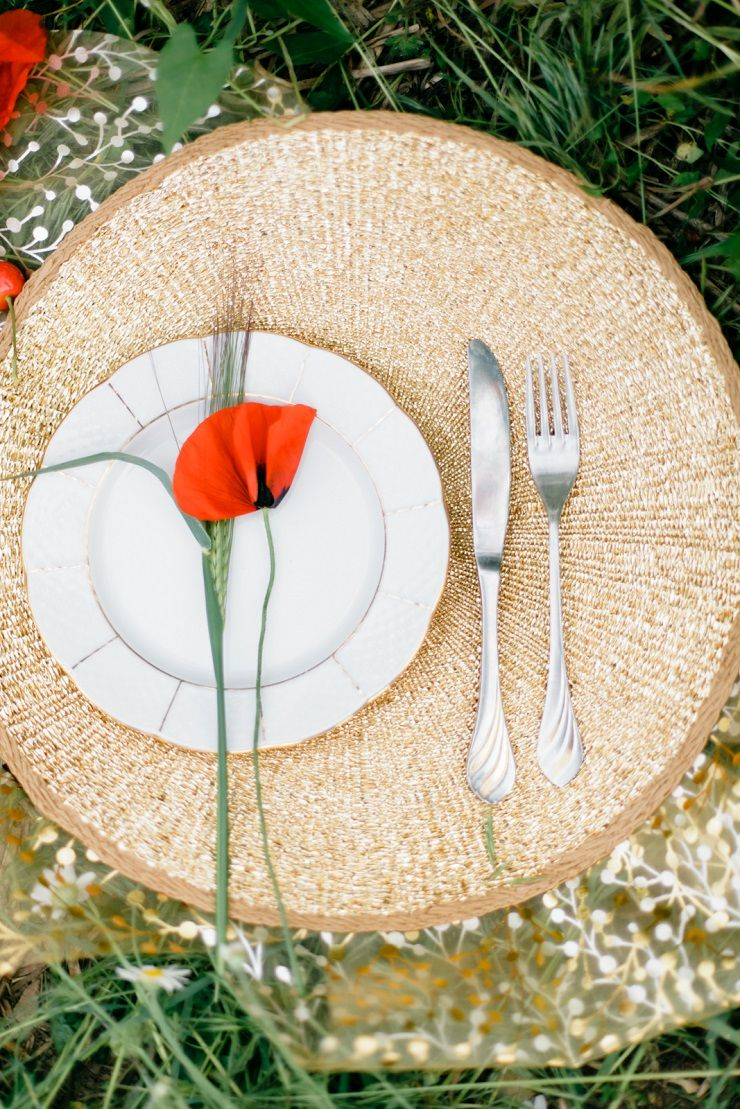 Wedding place setting + poppy | fabmood.com