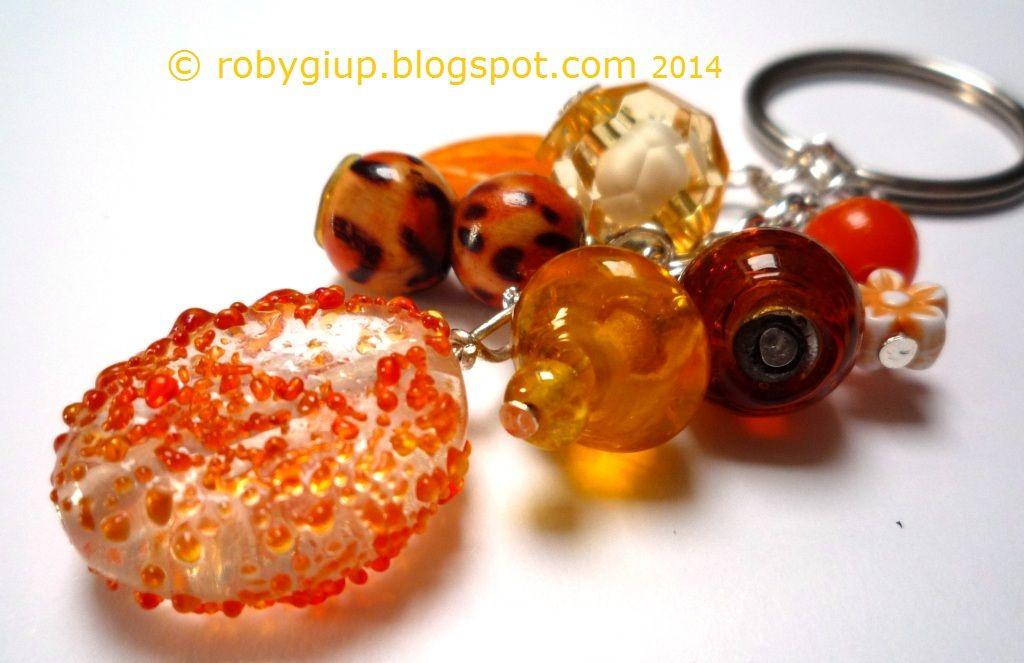 Keyring with orange glass and acrylic beads - RobyGiup handmade #beads #keyring