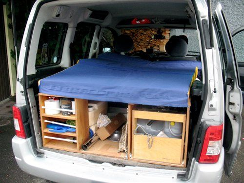 dormir dans sa voiture petites annonces gratuites sur road trip pinterest. Black Bedroom Furniture Sets. Home Design Ideas