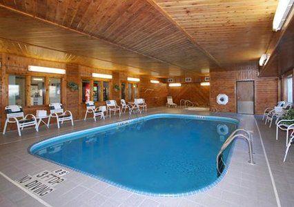 Comfort Inn La Crosse Onalaska Is A Pet Friendly Hotel In Wi With Free Hot Breakfast Fi Parking Near