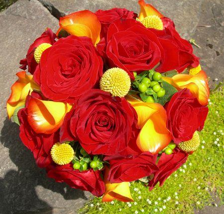 Bellissimo bouquet brillante per il matrimonio. Guarda altre immagini di bouquet sposa: http://www.matrimonio.it/collezioni/bouquet/3__cat