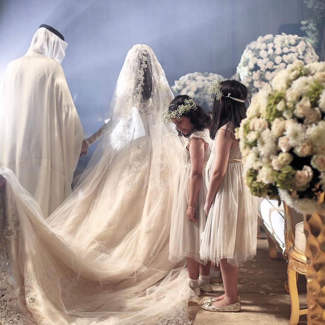 من تصوير المبدعة امنة رضوان لعروستي الراقية هدى ال غالب الله يوفقها ويسعدها يارب لقطات رائعة تظهر جمال و تفاصيل الفستان Muslim Wedding Arab Wedding Wedding