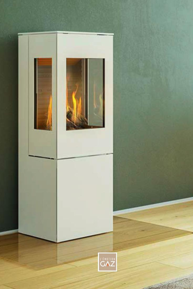 Un poêle de petit format choisi en blanc pour contraster avec le mur vert. Avez-vous pensé au gaz pour votre projet de poêle? C'est une solution tout confort: pas bois à stocker, de belles flammes, pas de nettoyage...  #LEmotionGAZ🔥 #Confort #BienEtre #Déco #Décoration #Maison #Design #Art #Idées #Inspirations #Aménagement #Poêle #Chauffage #bienchezsoi #ideedeco #monchezmoi #notremaison #madeco #architectedinterieur #decorationinterieur #decoaddict #fireplace #stove #gas