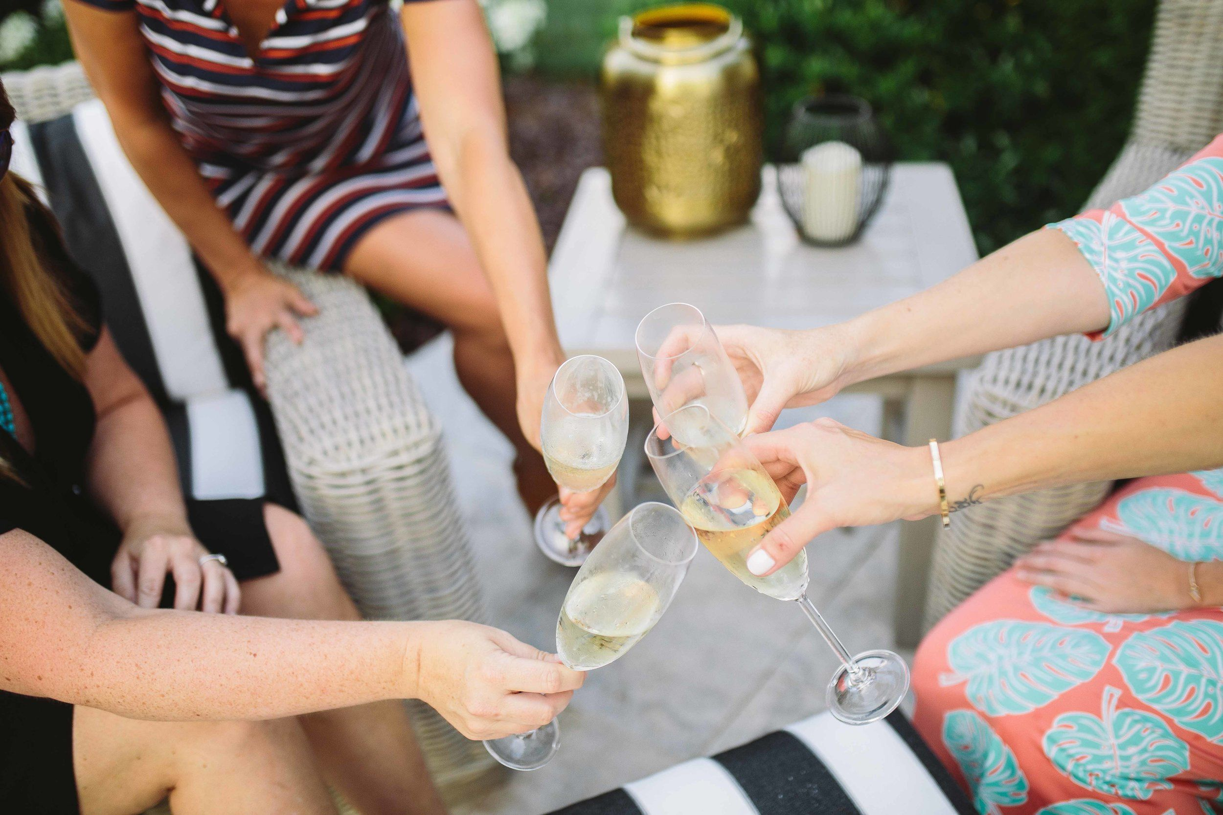 19c7ebe0458b DRESSING FOR SUMMER OUTDOOR PARTIES — Living With Landyn