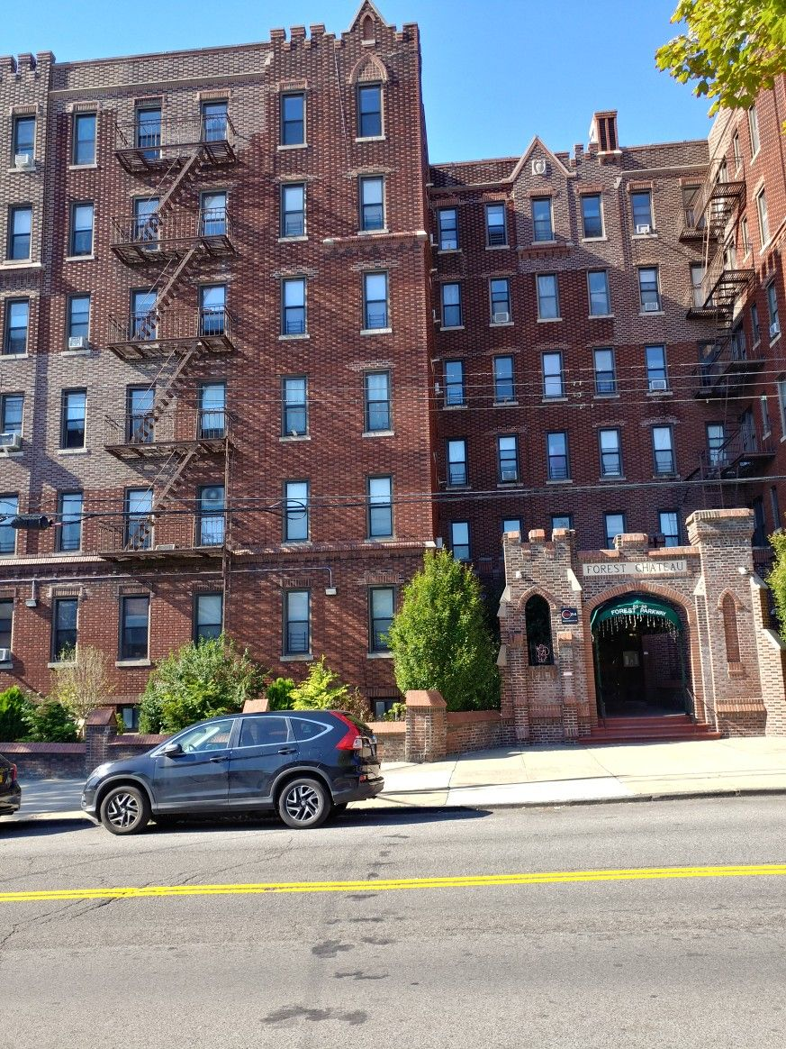 The Chateau Apartments Forest Parkway Woodhaven N Y Woodhaven Queens Ny Forest Hills