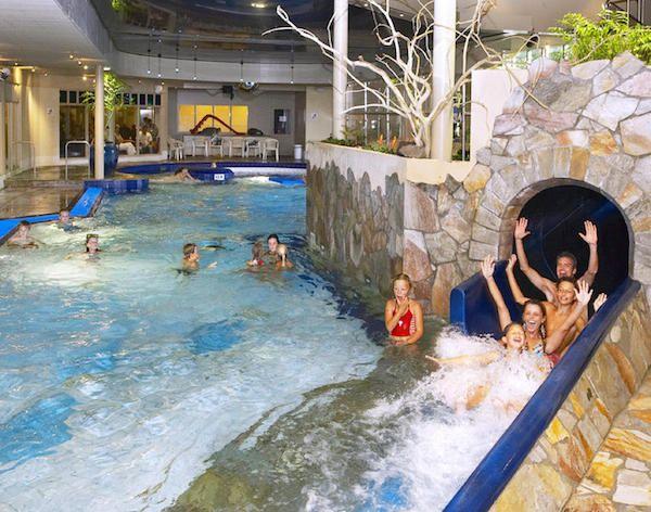 Spannende glijbaan bij zwembad dierenbos zwembaden waterpret pinterest - Outdoor decoratie zwembad ...