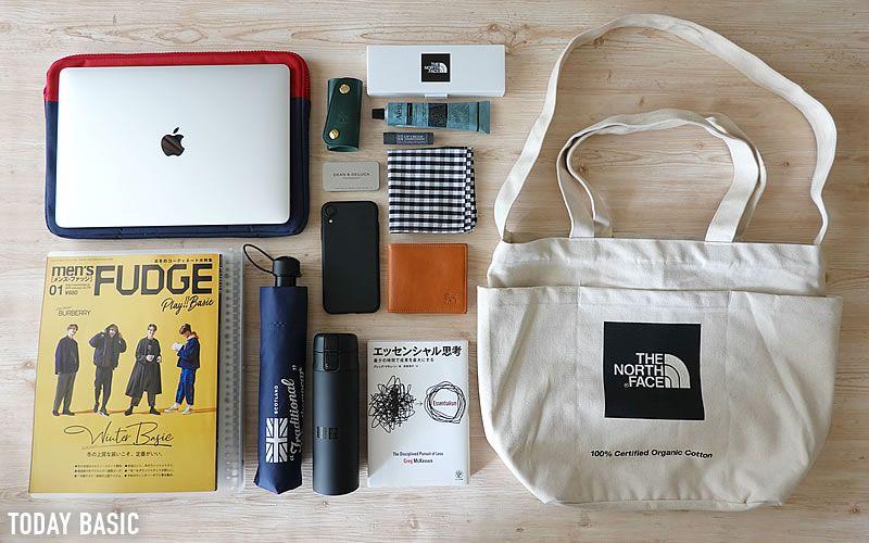 ノースフェイスのユーティリティートートバッグが便利 ポケットの収納例やコーデ ブログレポート カバンの中身 バッグ カバン