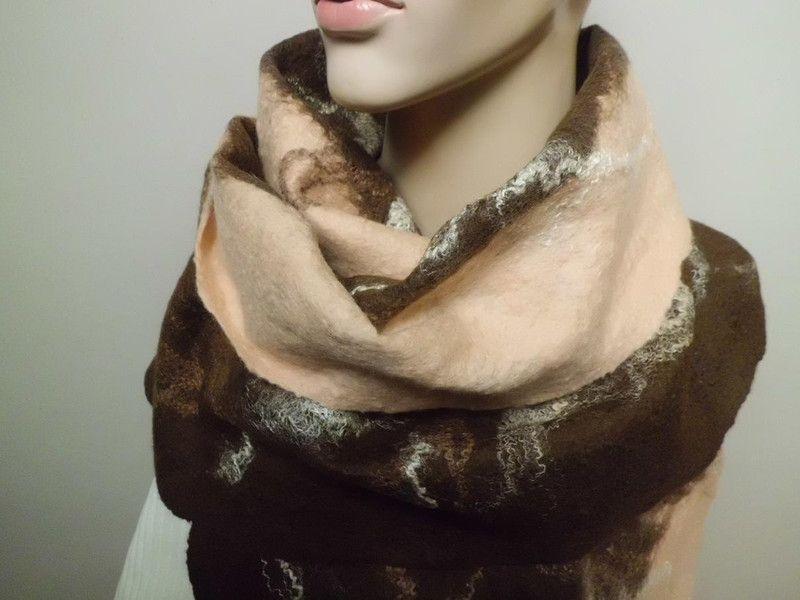 Schal aus Merinowolle handgefilzt von Filzaccessoires und andere Geschenkideen auf DaWanda.com