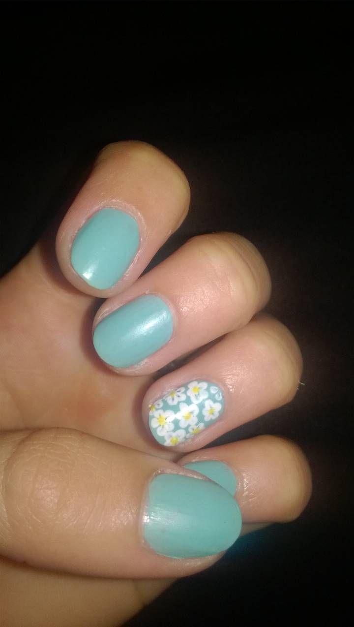 Accent daisies nail art daisy nails daisy nail art fun