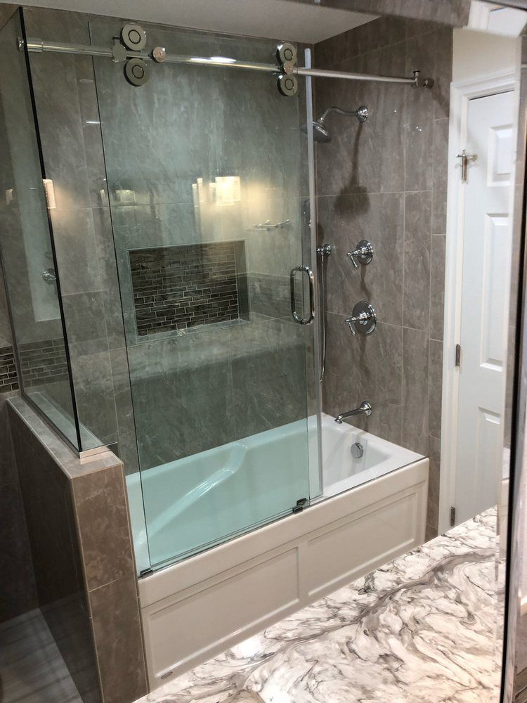 Don T Need The Walk In Tub But Love The Custom Glass Shower Door
