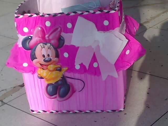 Minnie mouse birthday em 2019 minnie birthday minnie for Cajas de carton decoradas para regalos