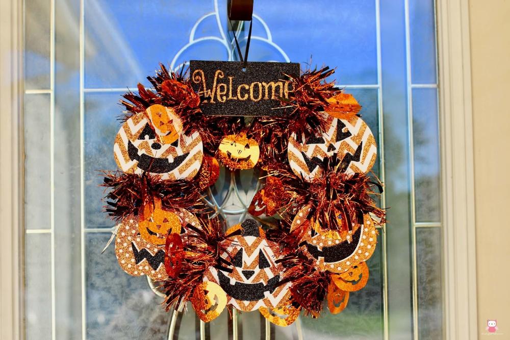 DIY Dollar Store Mini Halloween Wreath in 2020 Diy