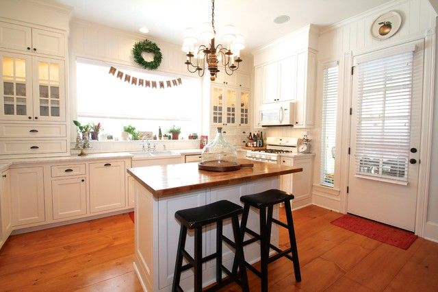 Cool Small Kitchen Island Ideas with Not Too Spacious Area: Traditional Small  Island Kitchen Design