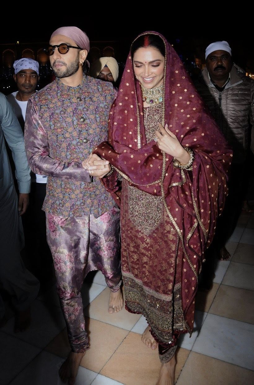 Deepika Padukone And Ranveer Singh Seek Blessings At Golden Temple On Their First Wedding Anniversary Hungryboo Deepika Padukone Style Priyanka Chopra Wedding Deepika Padukone