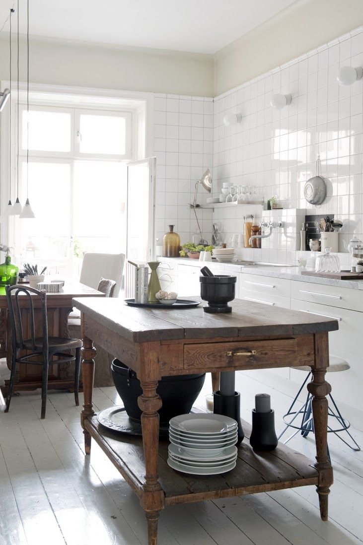 Gorgeous kitchen. Multi Fit covers in Rosendal Pure Washed linen Unbleached. www.bemz.com