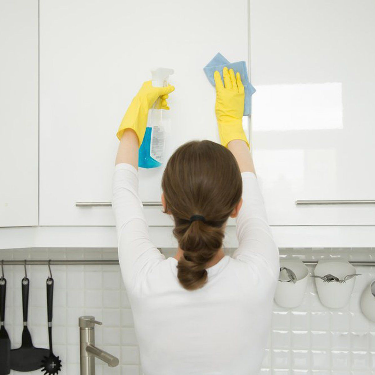 Remove Grease From Kitchen Cabinets: The Surefire Way To Clean Grease Off Of Your Kitchen