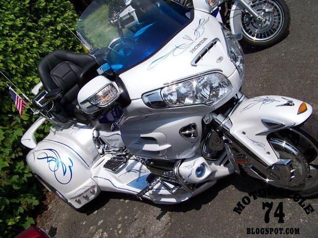 MOTORCYCLE 74: Honda Goldwing custom bling trike