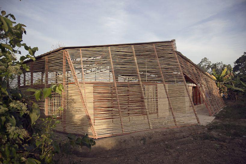 Estudio Cavernas Builds School For Refugees And Migrants Using