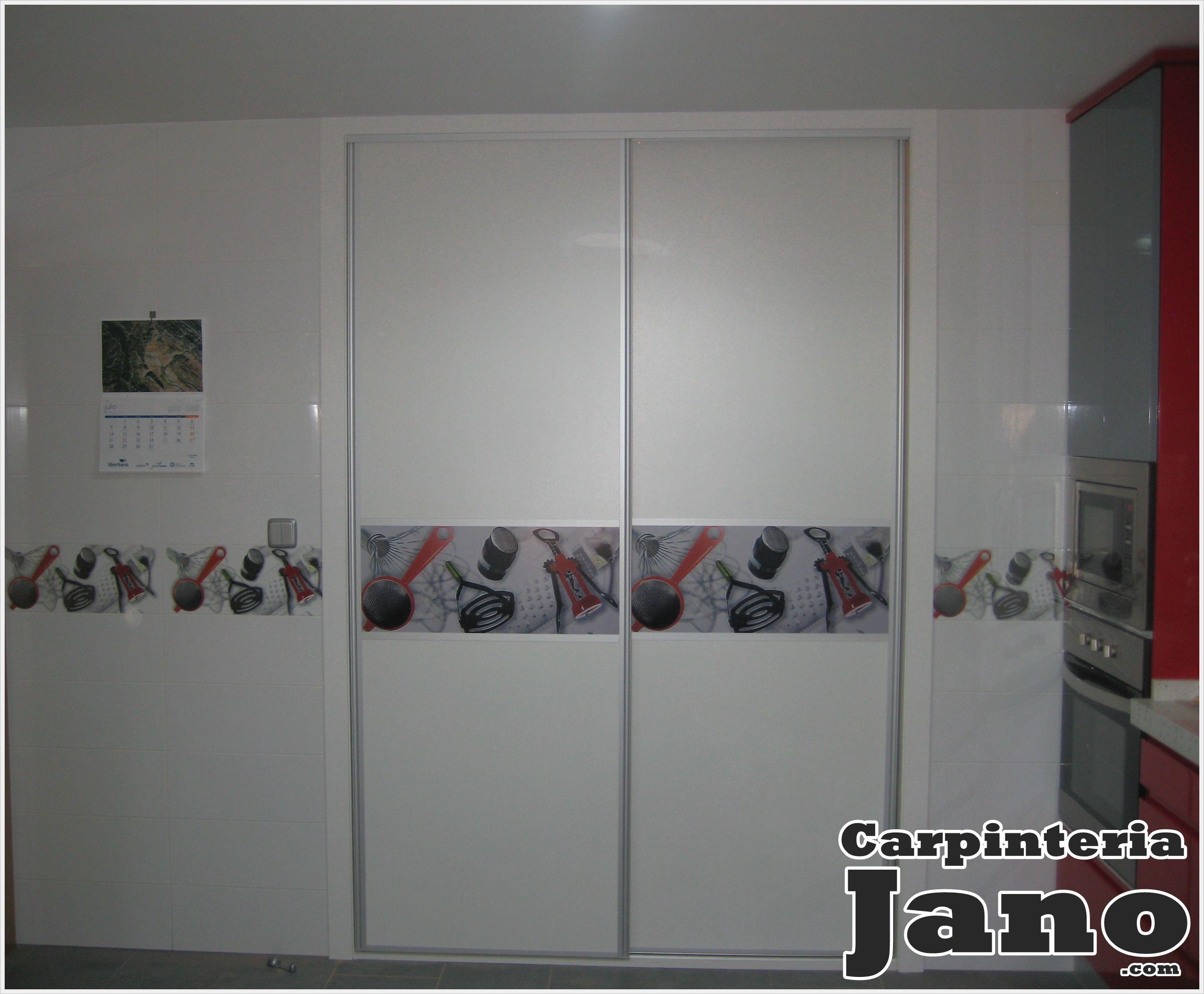 Frente de armario blanco de puertas correderas decoradas - Puertas con vinilos ...