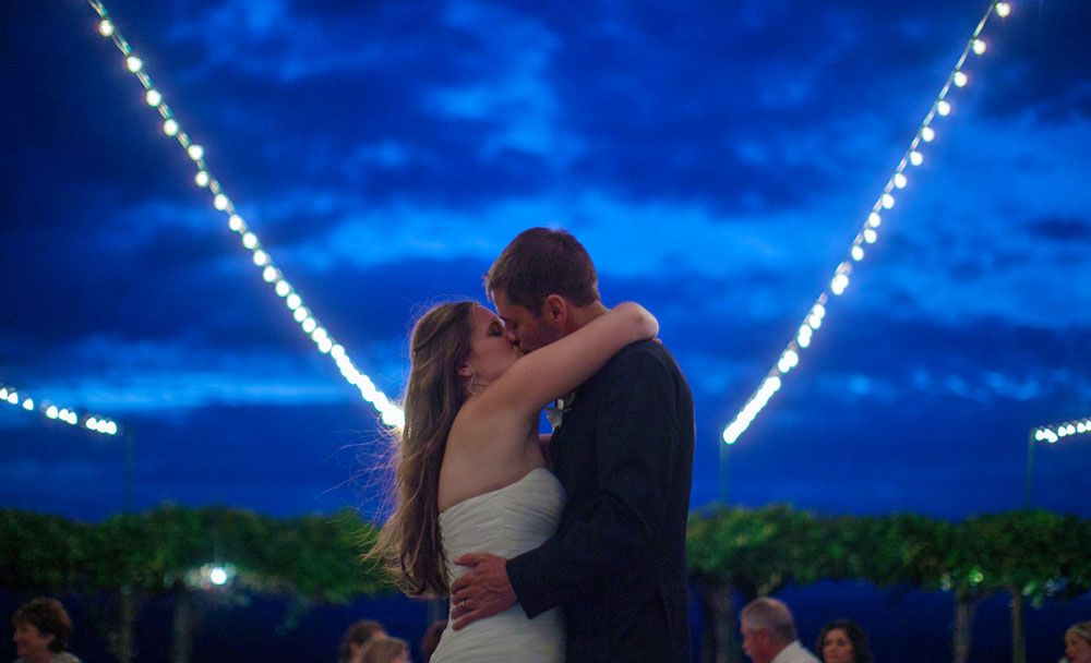Twilight Weddings at Cave B Inn and Spa under the stars. Photos by Clane Gessel Photography | #weddings #photography #brideandgroom