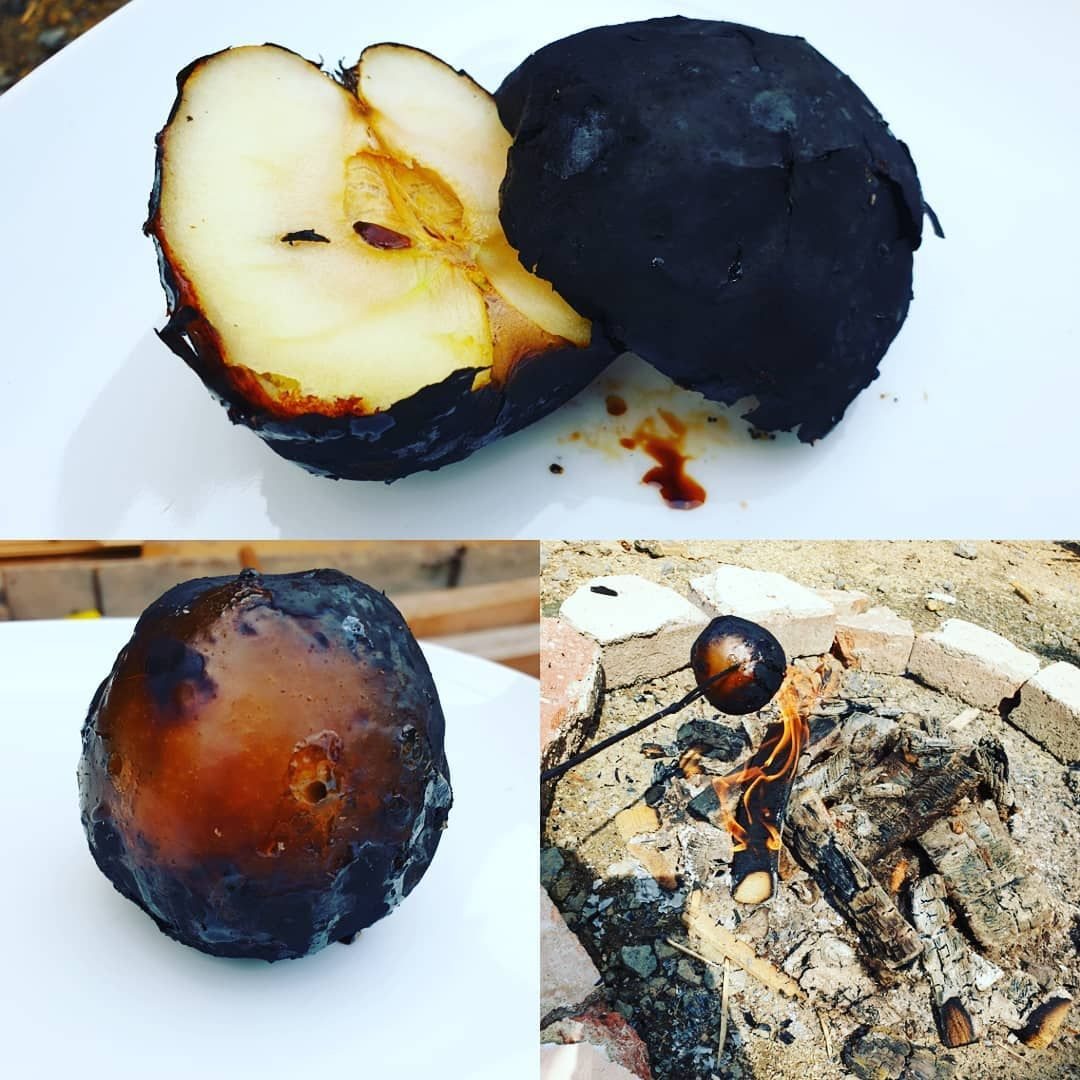 Fire roasted apple the best smell in the world 😍😍😍 and the taste!! 😋😋😋😋