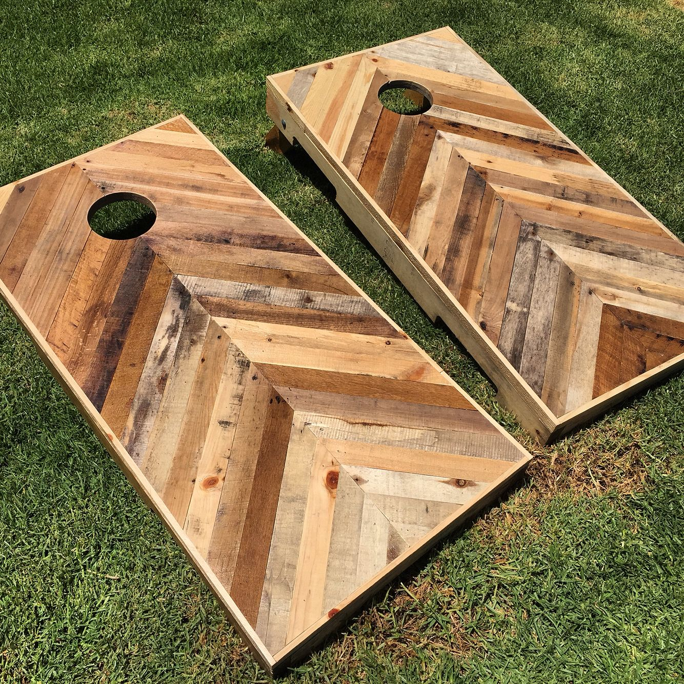 Diy pallet chevron cornhole boards follow me on instagram for Pallet ideas