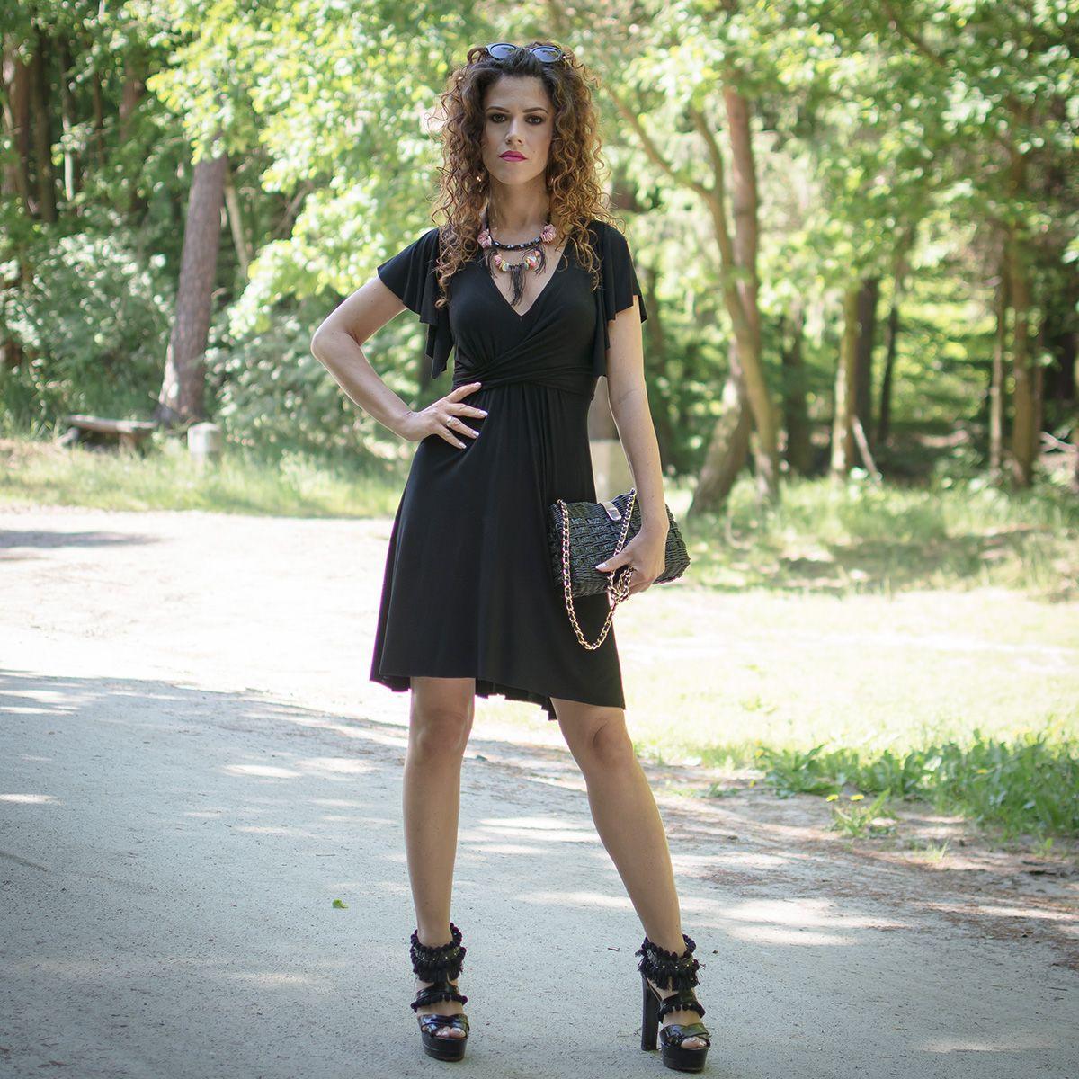 5907e71e5f Sukienka której fason modeluje sylwetkę w kształt klepsydry. Projektant -  Milita Nikonorov  sukienki