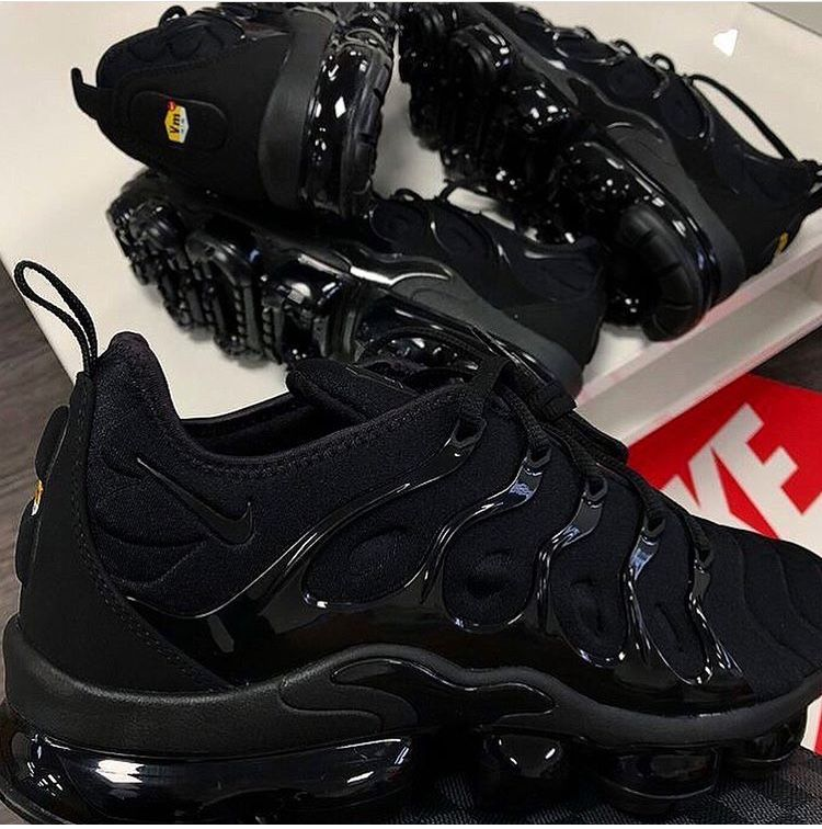 All black nike shoes, Black nike shoes