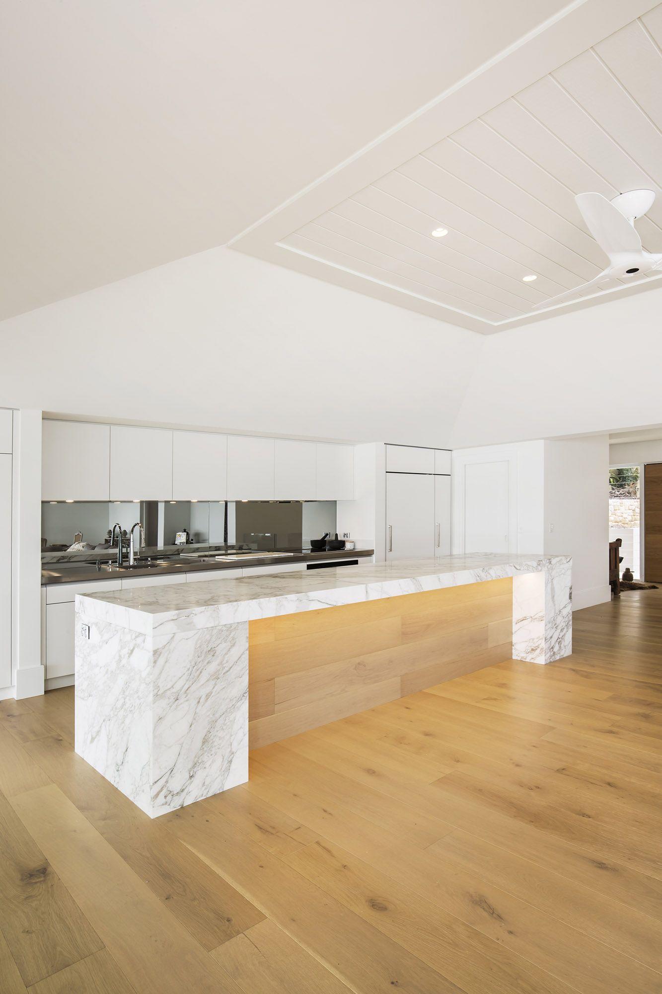 Luxury Entertainers Kitchen With Striking Calacatta Marble Island Kitchen Design Kitchen Kitchen Showroom