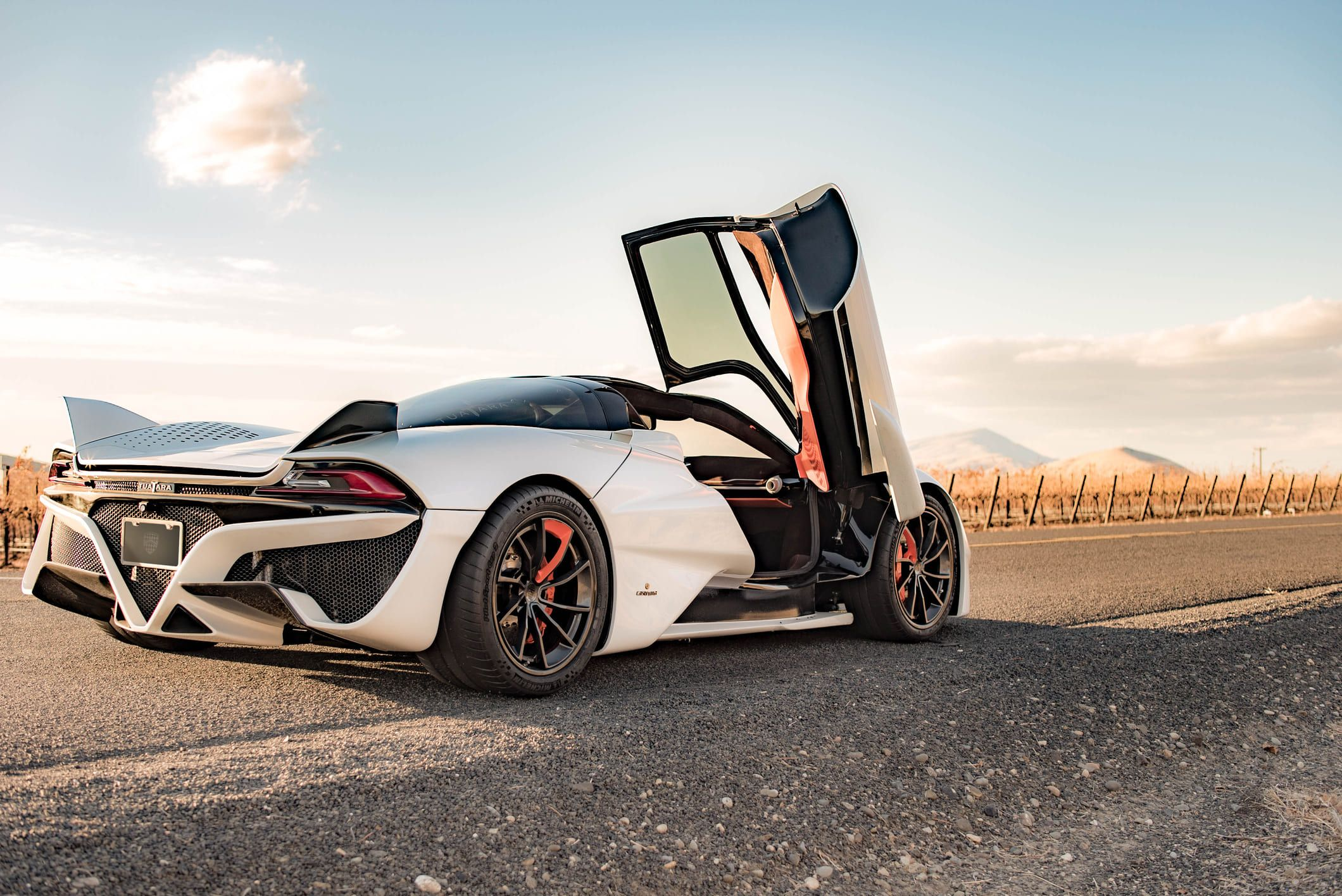 Ssc Tuatara Speed Price Records And Specifications 2020 In 2020 Fast Cars Tuatara Bugatti Veyron Super Sport