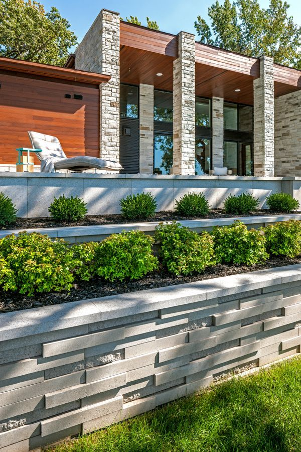 Ultra Modern Retaining Wall Idea For This Landscape Project The Graphix Wall Was Used Modern Backyard Landscaping Modern Backyard Landscaping Retaining Walls