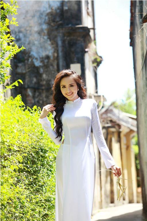 Ngắm vẻ đẹp của Hoa hậu Diễm Hương trong tà áo dài - BAOMOI.COM