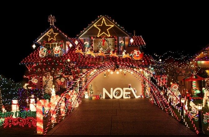 How Technology Can Help You Avoid These Holiday Movie Blunders Outdoor Christmas Light Displays Christmas Light Displays Diy Christmas Lights