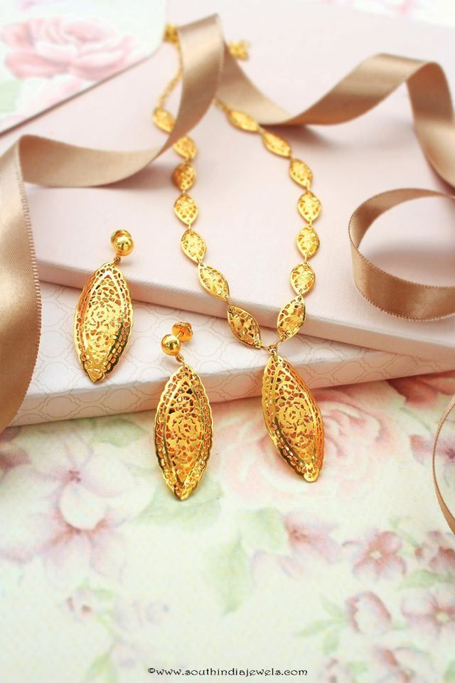 Simple Gold Short Necklace Design | ювелирное искусство индии ...