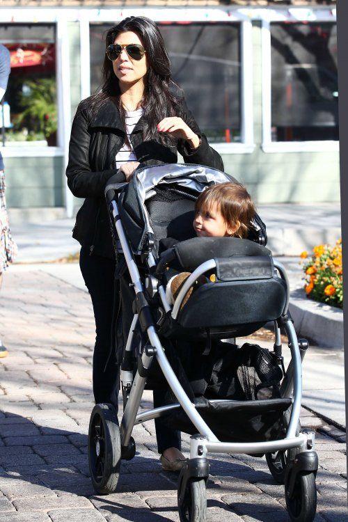 Nlb Celebs Amp Their Strollers Kourtney Kardashian Http