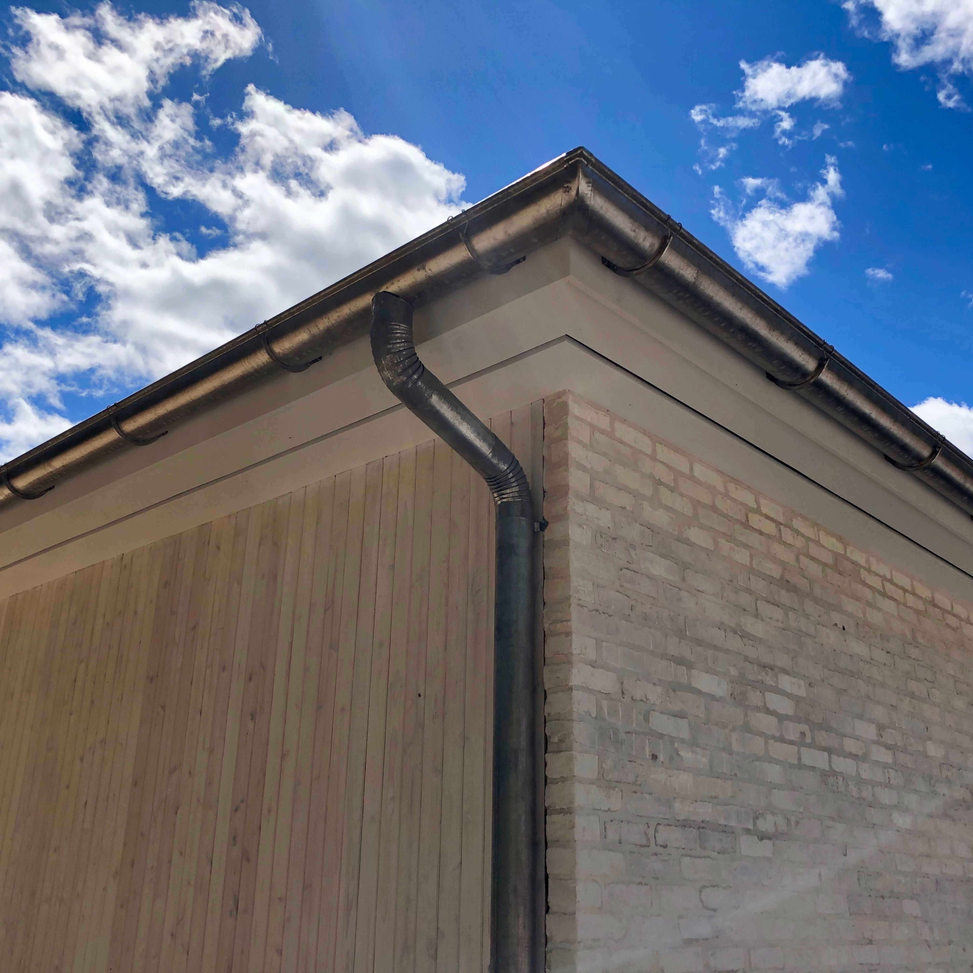 Lead Coated Copper Gutters Seamless Gutters Gutters How To Install Gutters